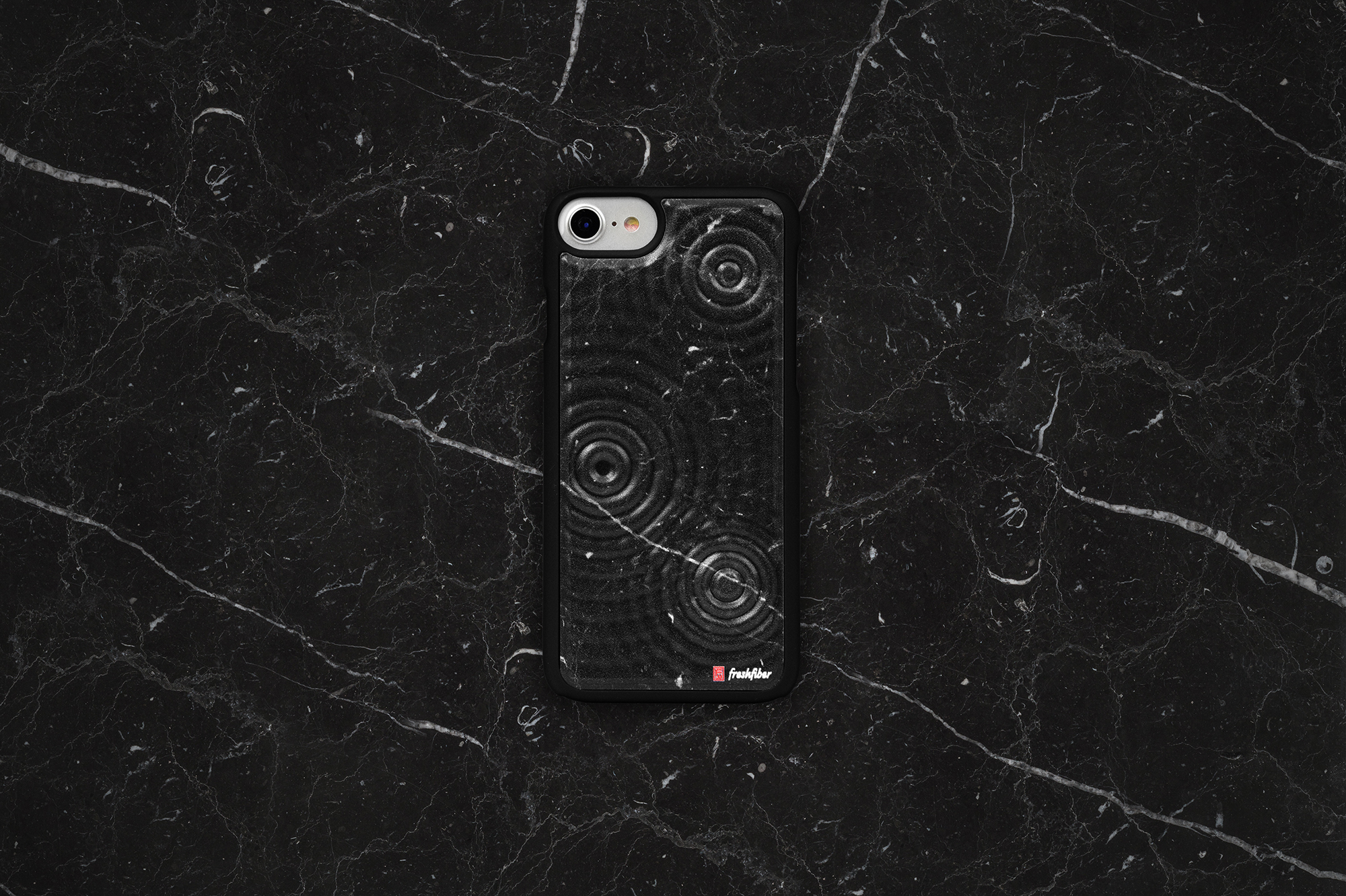 Tide_Black_Marble_Background_MatthijsKok_S