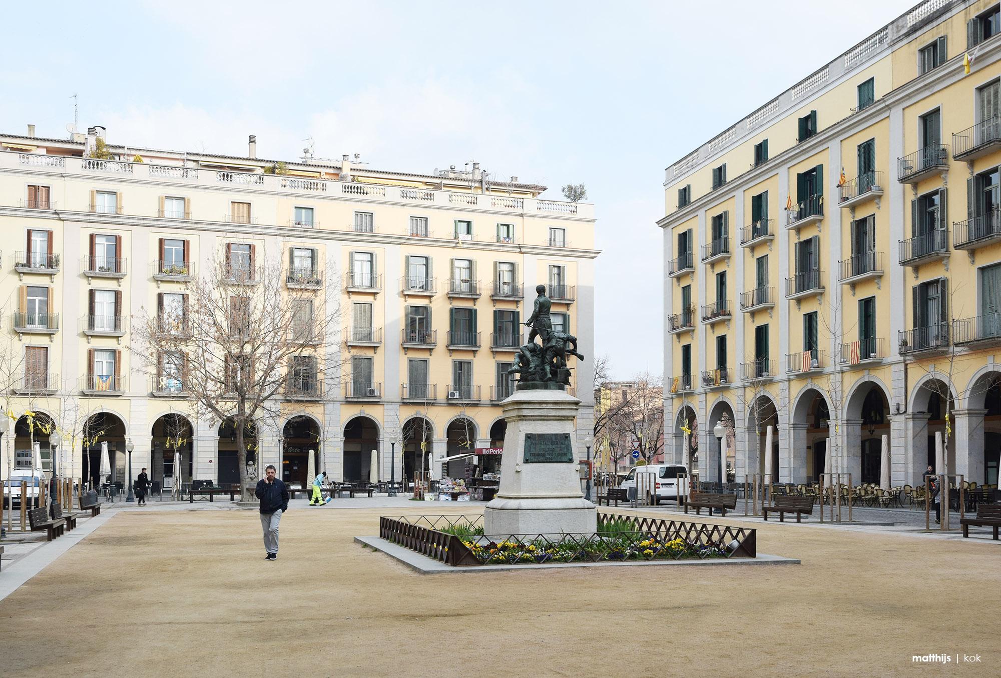 Plaça de la Independència, Girona, Spain | Photo by Matthijs Kok